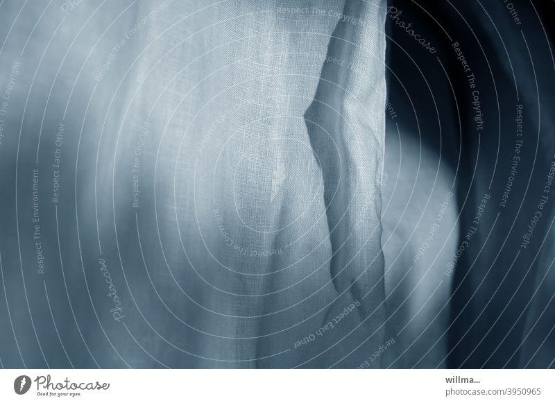 Gewebeprobe Leinen Stoff weiß hellblau Leinenbluse Leinenstoff Naturstoff Textil Licht und Schatten