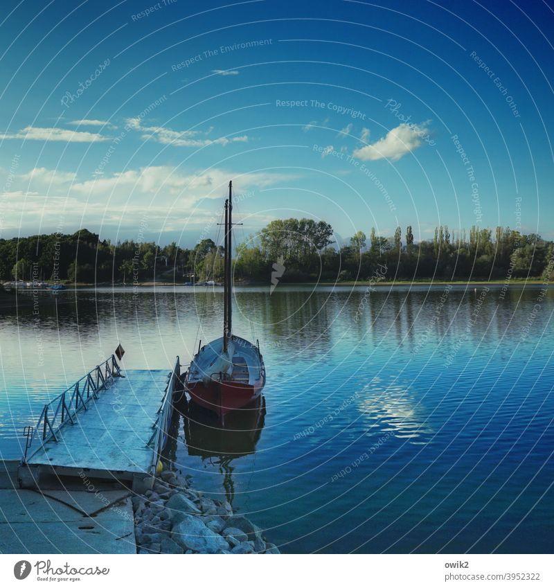 Nach Dienstschluss Anlegestelle Idylle Panorama (Aussicht) Segelboot maritim Landschaft Außenaufnahme Schönes Wetter Gelassenheit Menschenleer Farbfoto Horizont