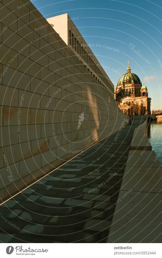 Humboldt-Forum und Berliner Dom architektur berlin berliner schloss büro city deutschland fernsehturm froschperspektive hauptstadt haus himmel hohenzollern