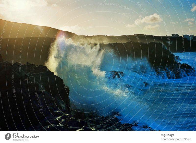 Brandung Meer Gischt Wellen Lanzarote steil Küste Sonnenuntergang Wellengang Europa Abend Insel Felsen Wassertropfen
