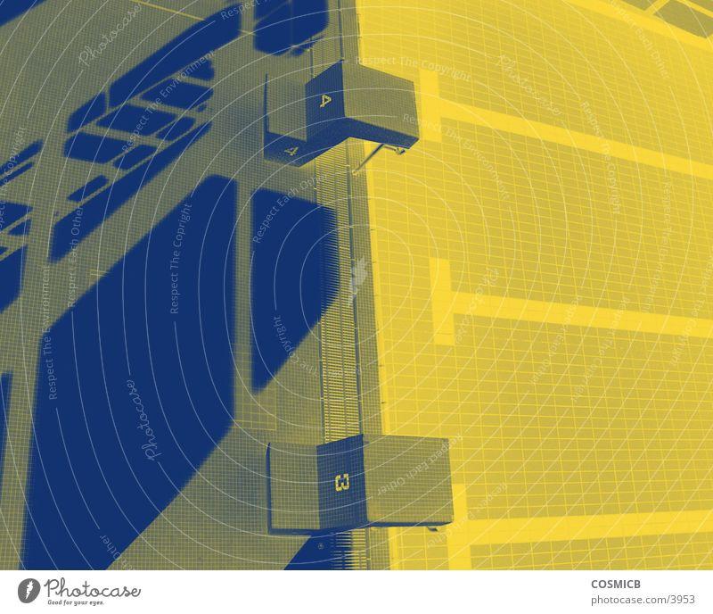 yellowlight Schwimmbad gelb Architektur verfremdet blau