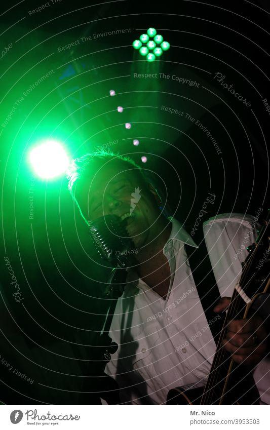 Songwriter Scheinwerfer Licht Lampe Freizeit & Hobby Party Bühnenbeleuchtung Veranstaltung Show Konzert Beleuchtung Musik Musiker Nachtleben Feste & Feiern