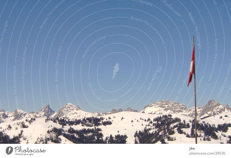 Panorama im Saanenland Himmel blau Berge u. Gebirge Luft groß Fahne Schweiz Saanenland Gstaad