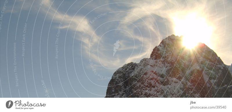 Sonnenbergspitze mit Himmel Sonnenuntergang Berge u. Gebirge Wolkenschwaden blau