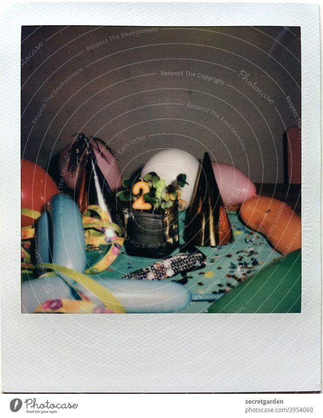 Die 21 strotzt nur vor Fröhlichkeit. Geburtstag ballons Silvester u. Neujahr Konfetti Farbenspiel Polaroid Feste & Feiern Party Karneval mehrfarbig