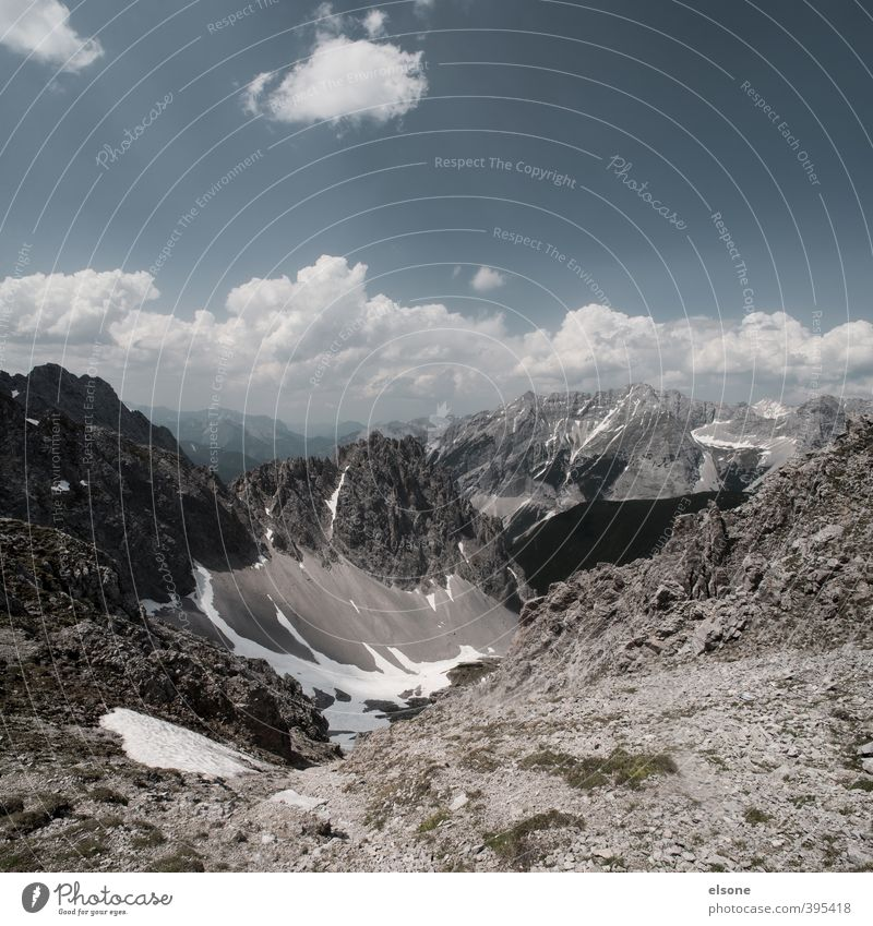 47.313104, 11.385328 Natur Landschaft Erde Himmel Wolken Horizont Sommer Schönes Wetter Sträucher Moos Felsen Alpen Berge u. Gebirge Gipfel