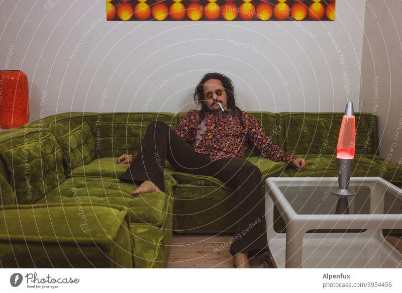 Völlig Systemirrelevant Hippie hippiekind hippiemäßig Marihuana Joint 70s 70er Jahre retro Farbfoto alt Cannabis Abhängigkeit Medikament Pflanze Sucht