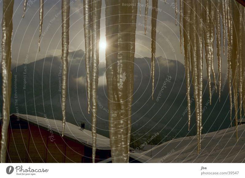 Eiszapfensonne Sonne Berge u. Gebirge Scheune