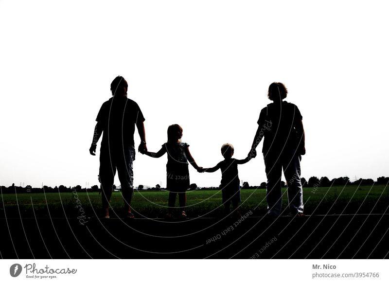 Familie ! Familie & Verwandtschaft Familienausflug Familienglück nebeneinander Gruppe harmonisch Glück zusammengehörig Zusammenhalt zusammenhalten
