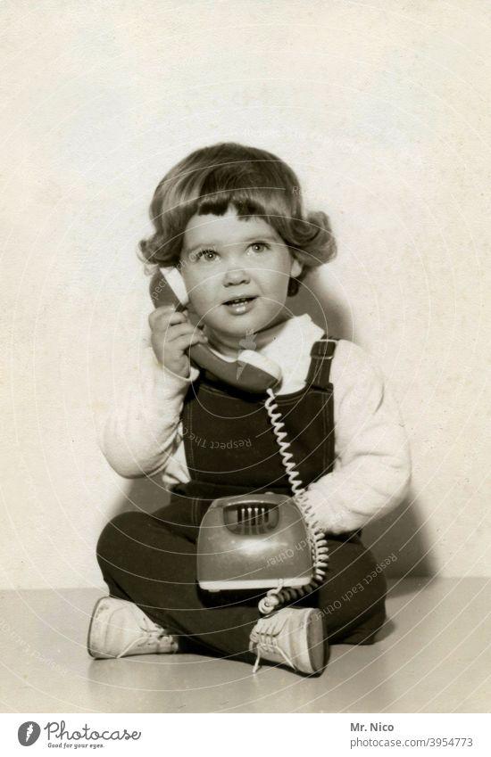 back to the roots | vorhandyzeit Telefon Telefonhörer ruf doch mal an Telekommunikation Technik & Technologie Telefongespräch Telefonnummer Telefonkabel retro