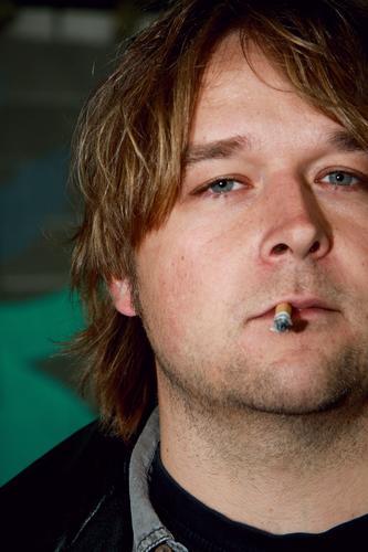 smokin schmidt Rauchen Zigarette Mann ungesund gesundheitsschädlich Gesundheitsrisiko Suchtverhalten Nikotin Abhängigkeit Tabakwaren Nikotingeruch
