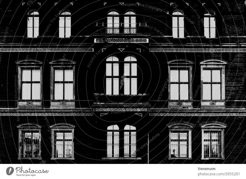 Hausfassade in Berlin Häuser Miete Appartement Mietwohnungen Gebäude flach Appartements Leben ruhig Stadtleben Halbinsel