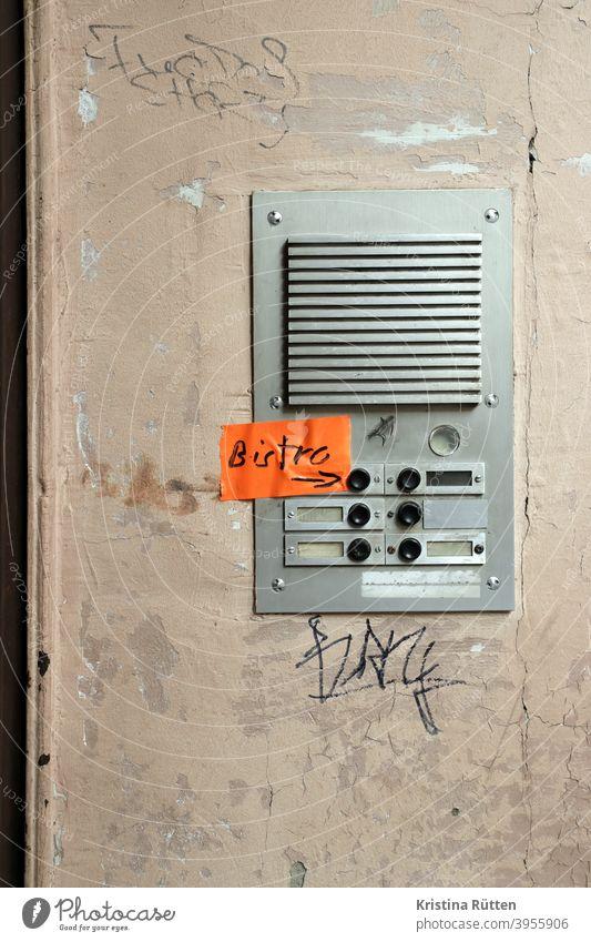 die bistro klingel türklingel klebeband klingelknopf klingelschild klingeln gegensprechanlage eingang hauseingang namensschilder leer tape filzstift beschriftet