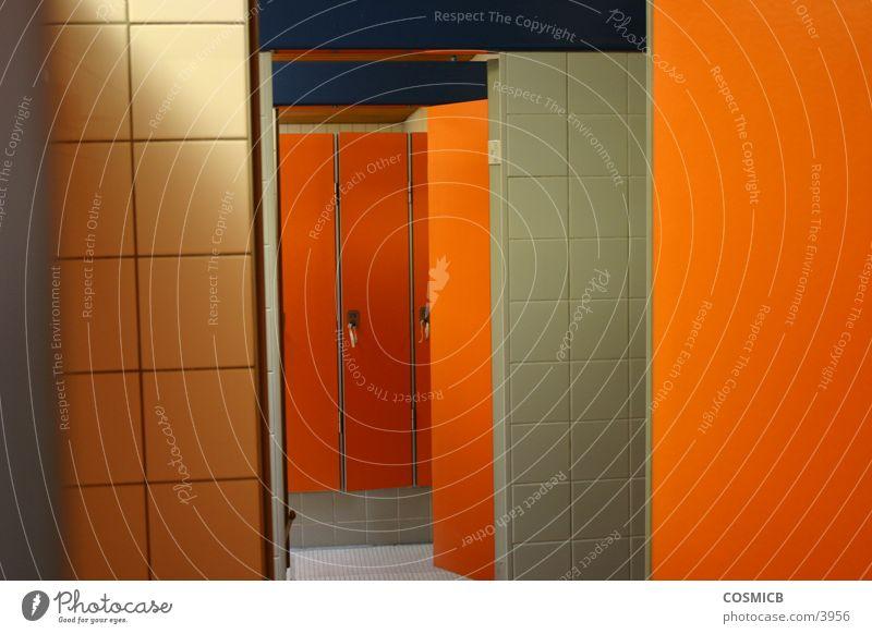 OrangeInn Siebziger Jahre Makroaufnahme Nahaufnahme orange Tür Umkleiden Perspektive Raum