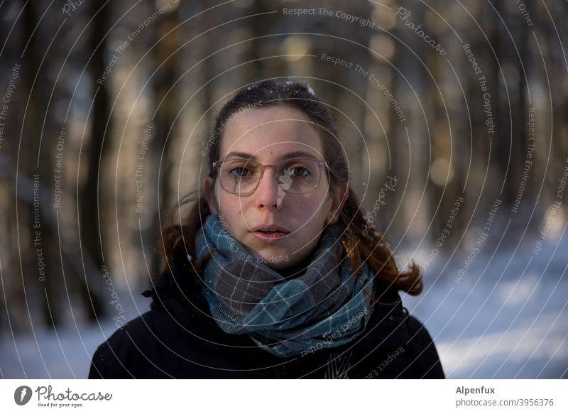 Fe dunkel 18-30 Jahre Jugendliche Gesicht Blick Junge Frau Farbfoto langhaarig Haare & Frisuren Frauengesicht natürlich schön Mensch feminin Blick in die Kamera