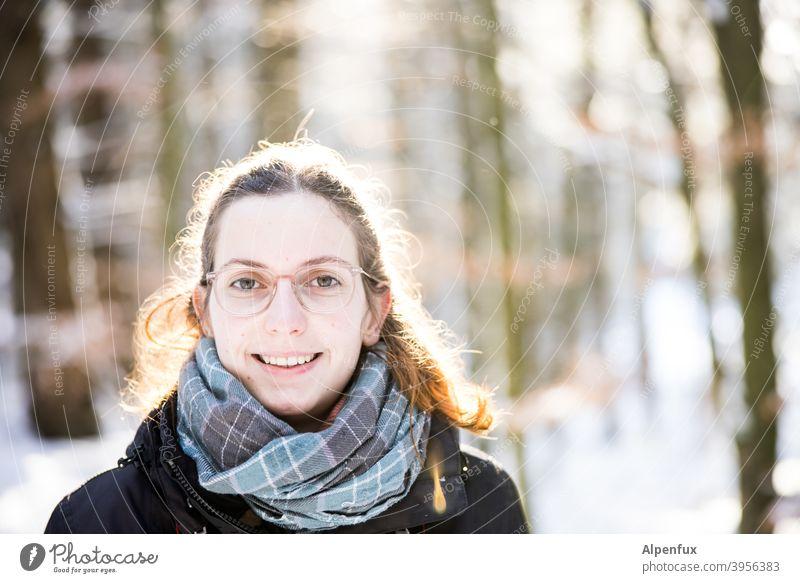 Fe hell 18-30 Jahre Jugendliche Gesicht Blick Junge Frau Farbfoto langhaarig Haare & Frisuren Frauengesicht natürlich schön Mensch feminin Blick in die Kamera