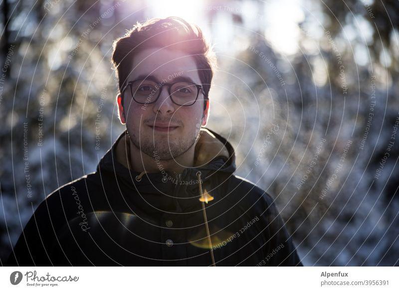 Goldjunge Erwachsene Unschärfe Blick Tag Blick in die Kamera Mensch 1 Mensch Mann Licht Jugendliche Gesicht Kontrast Männergesicht maskulin Porträt 18-30 Jahre