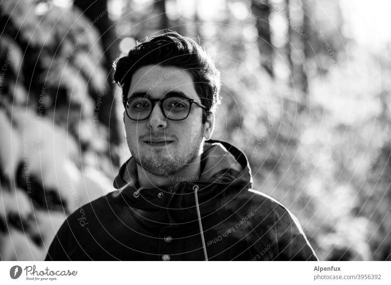 Leo Junger Mann junger erwachsener Ein junger erwachsener Mann Außenaufnahme Portrait Maennlich Ein Mann allein einzeln 18-30 Jahre Porträt maskulin