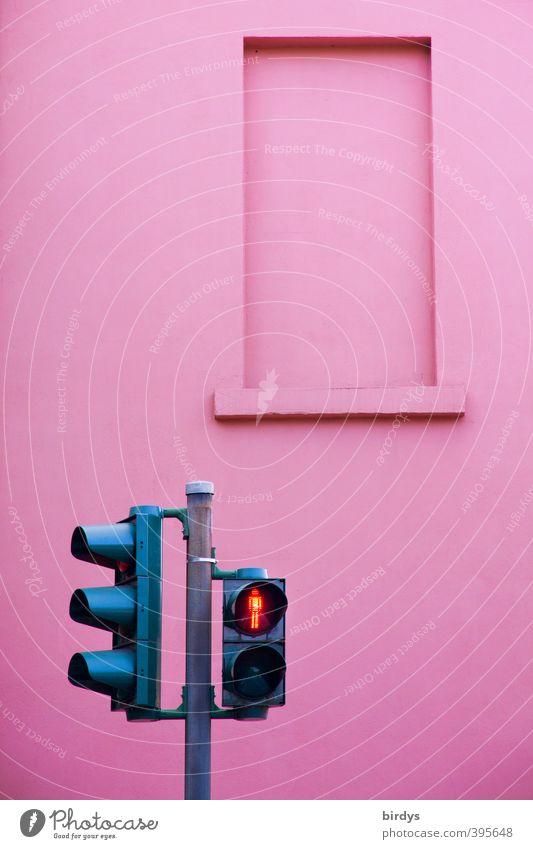 nicht warten... Stadt Farbe Wand Mauer außergewöhnlich Fassade rosa leuchten warten Freundlichkeit Sicherheit stoppen Verkehrswege Ampel Fußgänger Originalität