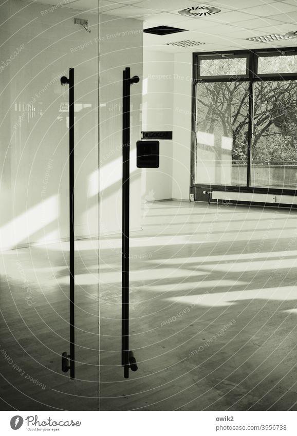 Passage Innenaufnahme Ladengeschäft Fenster Einsamkeit Alltagsfotografie Detailaufnahme Raum leer Leerstand ausgeräumt Farbfoto Glas Sonnenlicht Menschenleer