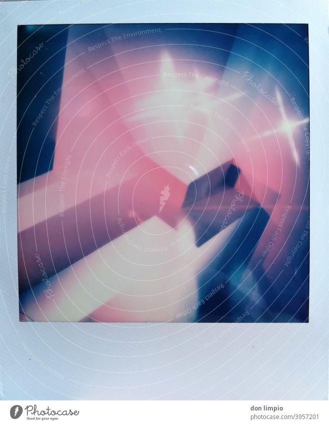 instant, sterne, ecken, schatten und farbe. fertig ist das bild! Architektur Polaroid Sterne Ecken Farben Schatten