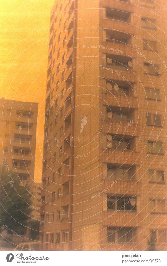 Satellite City gelb Architektur Dresden Antenne Block Plattenbau Hochhaus Sachsen Wohnhochhaus Fehlfarbe
