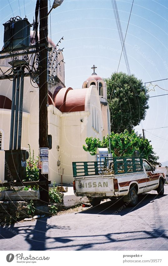 Gegensätze Baum Sonne blau Straße PKW hell Religion & Glaube Europa Kabel Strommast durcheinander Elektronik Elektrisches Gerät