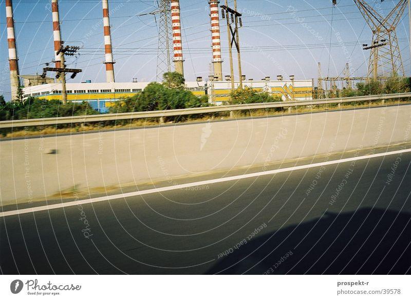 Energy blau Straße PKW Verkehr Energiewirtschaft Elektrizität Platz Kabel Schornstein Kran Momentaufnahme Kreta