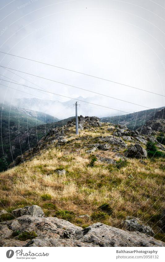 Berglandschaft - Korsika Berge u. Gebirge Wiese Nebel Natur Landschaft Wolken Himmel Umwelt Sommer Wildnis Stromleitung Felsen aufregend Silhouette