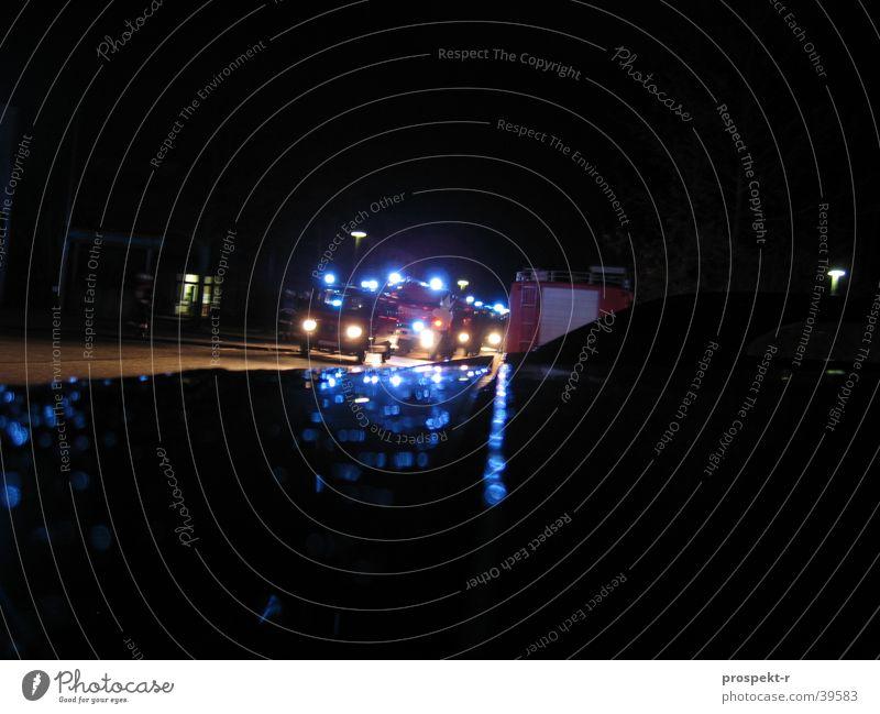 Rummel20 schwarz rot Erste Hilfe Langzeitbelichtung Feuerwehr Einsatz Rummelsberg üben Licht blau