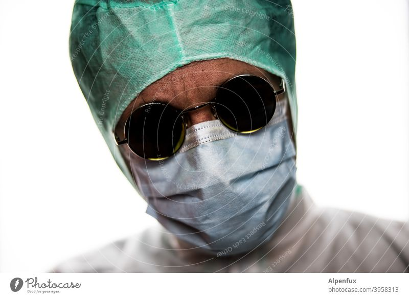 Doctor Who ? Pflege Gesundheitsrisiko Steril Hygiene Mann Gefahr Bakterien corona Korona infektiös Maske Mundschutz ansteckend Krank Krankheit Coronavirus