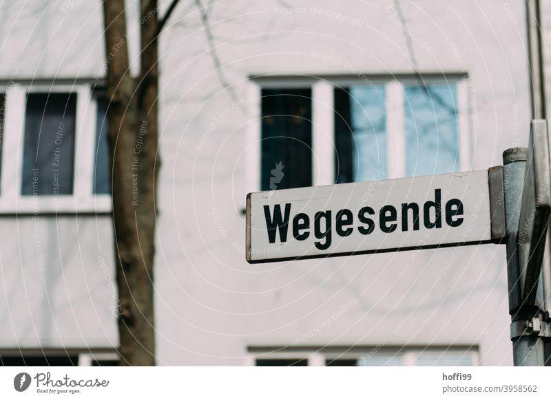 die Strasse und das Ende vom Weg - Wegesende Straßenschild Straßennamenschild Schilder & Markierungen Wege & Pfade Wegweiser Wegrand Stadt Hinweisschild
