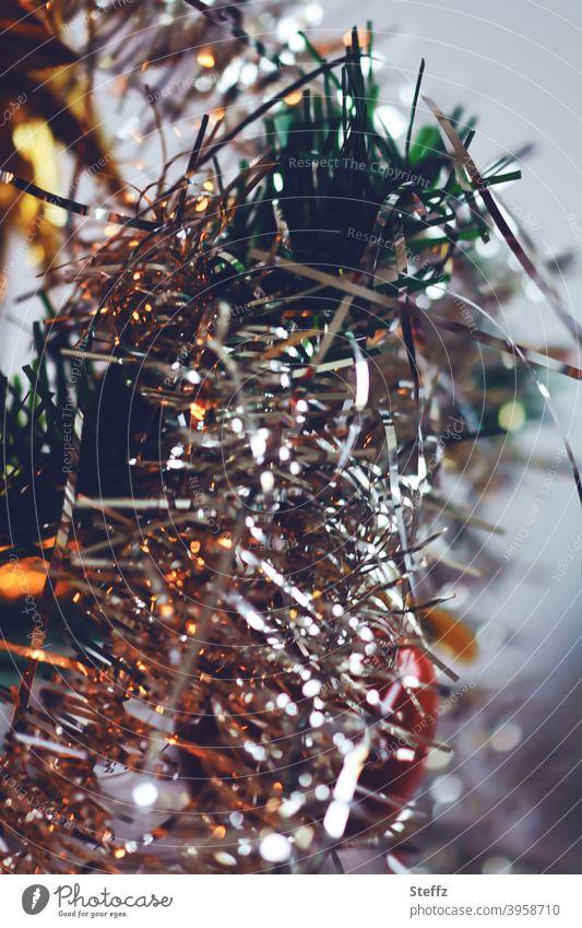 viel Lametta Weihnachtsbaum Weihnachtsdekoration Weihnachten Weihnachtsbaumlichter Dekoration Tradition festlich weihnachtlich weihnachtliche Impression