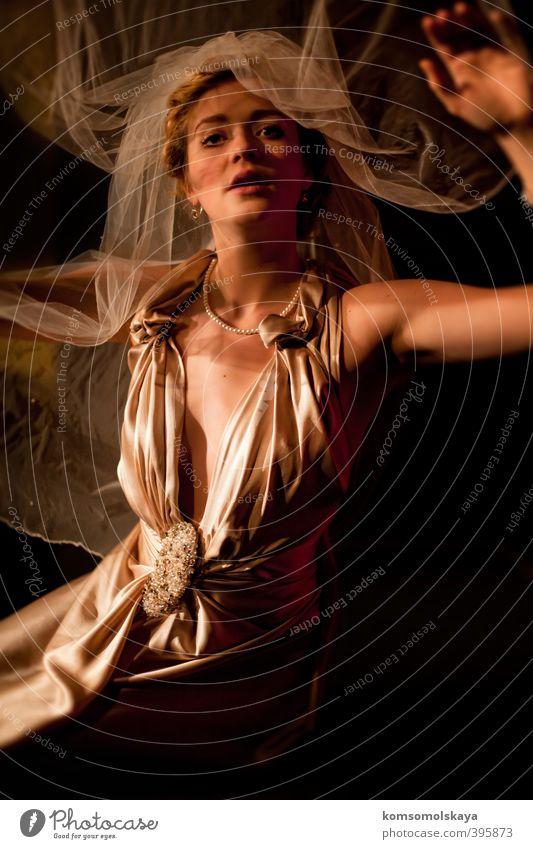Fliegende Braut Frau Jugendliche schön Junge Frau Liebe Erotik feminin Haare & Frisuren träumen fliegen gold blond glänzend ästhetisch Hochzeit Romantik
