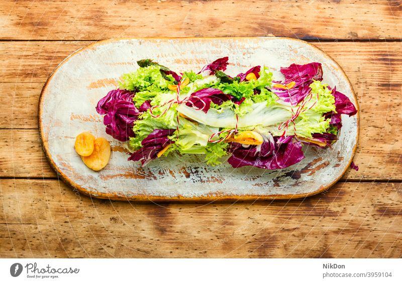 Paupiette aus Salat und Fisch Salatbeilage Lachs rollen gefüllt grün Lebensmittel Mahlzeit Gemüse braciole Abendessen Speise Gesundheit Mittagessen Amuse-Gueule