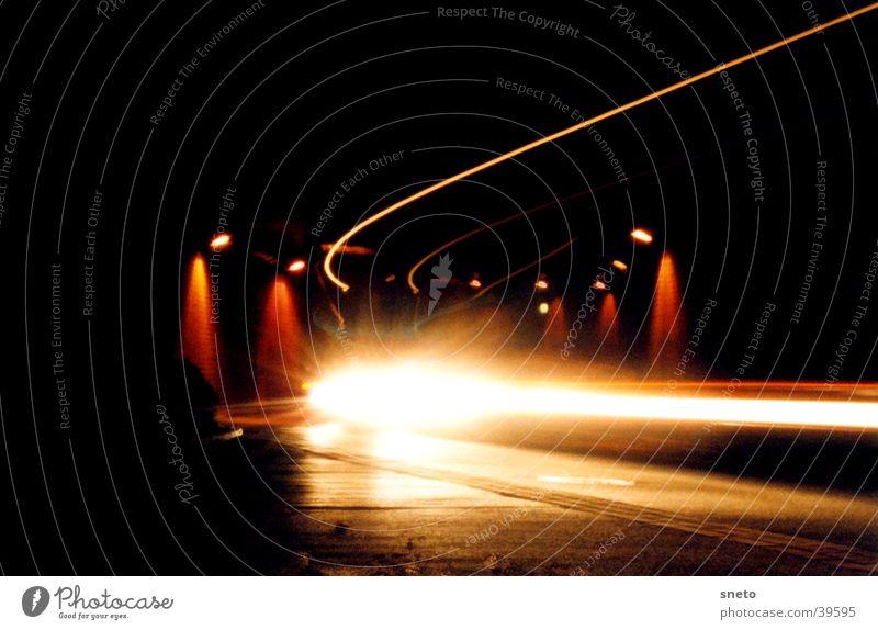 Weimarer Tunnel Nacht Langzeitbelichtung Lastwagen Lichtstreifen Verkehr PKW Scheinwerfer Straße