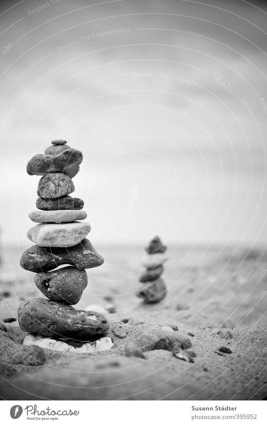 Familie Stein Himmel Natur Küste Stein Wellen Urelemente Turm Ostsee Nordsee Denkmal Gleichgewicht Meditation bauen ruhend Steinmännchen Ruhepunkt