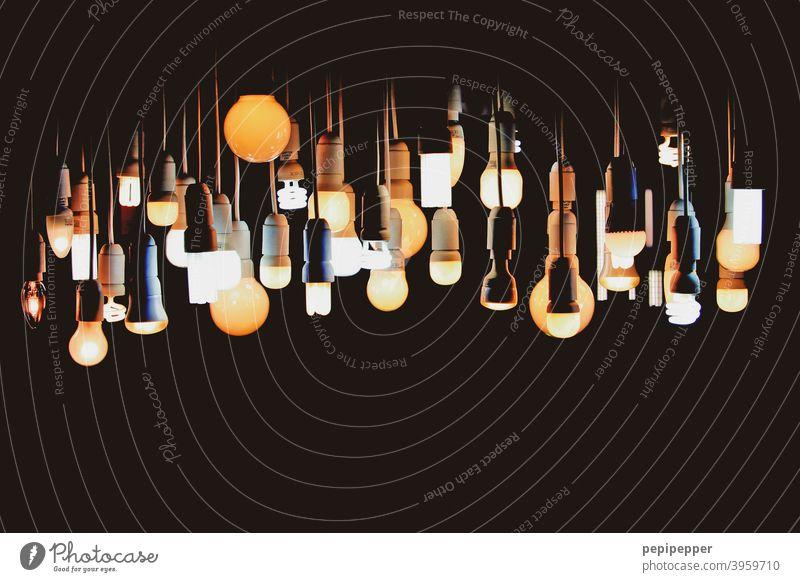 Es werde Licht – viele unterschiedliche Leuchtstoffe, Glühbirnen und Lampen Birne leuchten Lampenlicht Lampenfassung Kunstlicht Beleuchtung Elektrizität hell