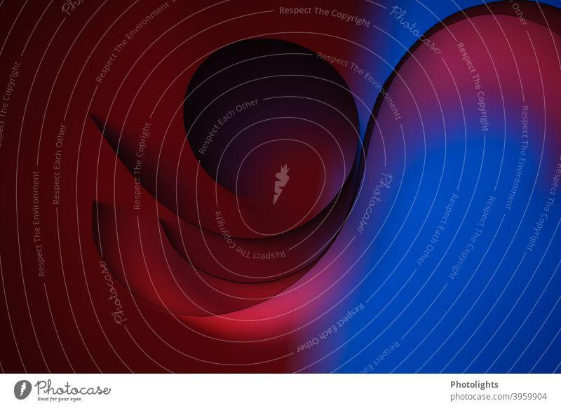 Linien auf blauem und rotem Hintergrund Form geschwungen Papier Farbfoto Studioaufnahme Nahaufnahme Muster Strukturen & Formen abstrakt Farbe graphisch