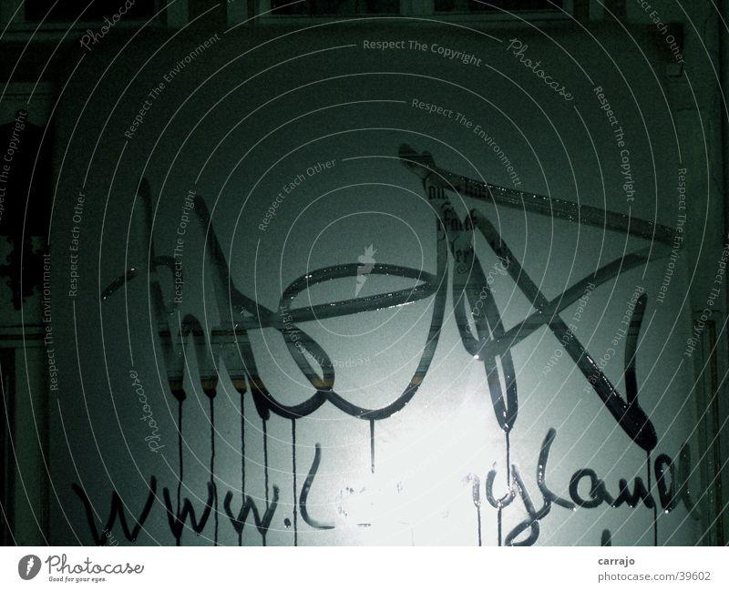 Wet-Graffiti Kunst Club Fensterscheibe