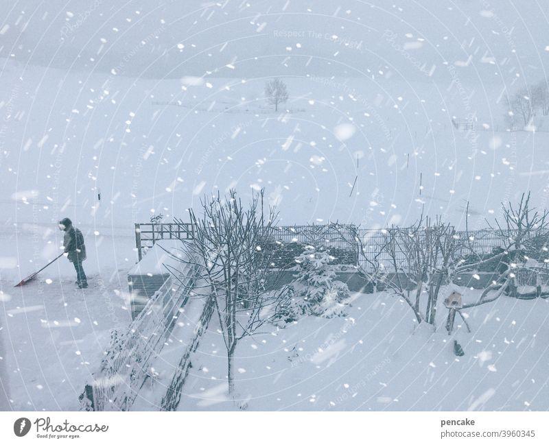 schneemann Winter Schnee Landschaft Allgäu Schneeschaufel schippen Senior Berge u. Gebirge Natur weiß kalt Schneefall Schneeflocken Wald Garten Frost