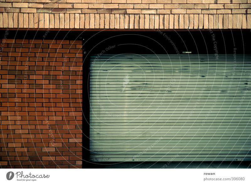 NCH | garage Stadt Haus Einfamilienhaus Bauwerk Gebäude Architektur Mauer Wand Fassade Tür Autofahren rot Garage Garagentor Sicherheit geschlossen Aluminium