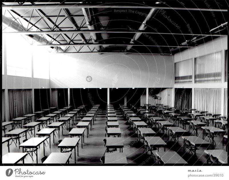 Aula Fenster Schule Raum Architektur Schulgebäude Tisch Perspektive Uhr Hörsaal Lagerhalle Lichteinfall Lager Aula