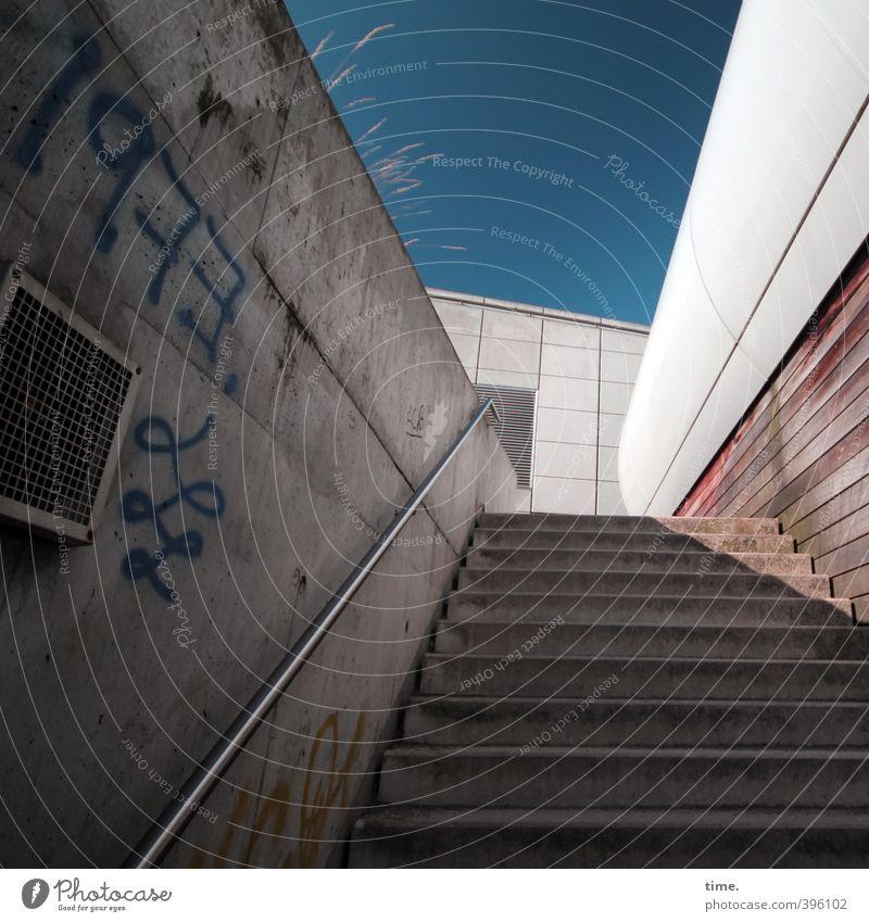 Abkürzung Haus Architektur Mauer Wand Treppe Treppengeländer hoch Schutz Angst Platzangst bedrohlich Perspektive Rätsel Rettung Dienstleistungsgewerbe Stadt