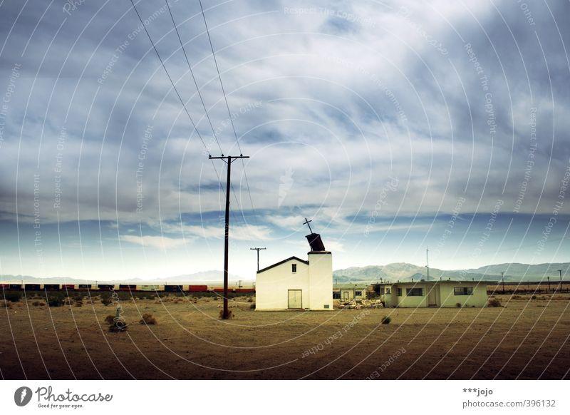 holy ghost town. Ruine Verfall Geisterstadt Kalifornien USA Route 66 Kirche Kapelle Strommast Eisenbahn trist Leerstand ausgestorben Unbewohnt Ödland Wüste