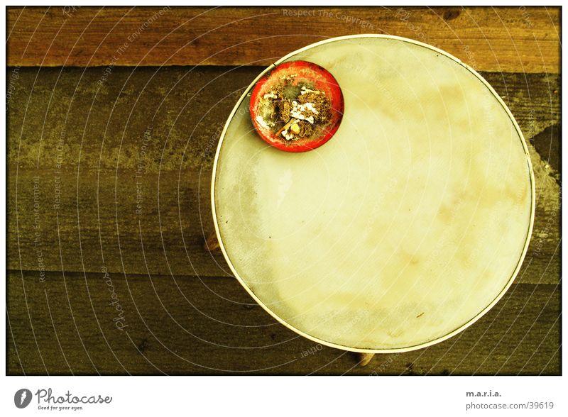 Balkontisch rund Aschenbecher Tisch Nachmittag obskur Kreis Vogelperspektive Rauchen