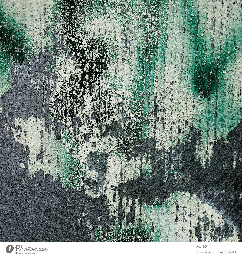Wandschmuck alt grün schwarz Graffiti Mauer grau Fassade dreckig Vergänglichkeit Wandel & Veränderung Streifen Textfreiraum Spuren verfallen Verfall