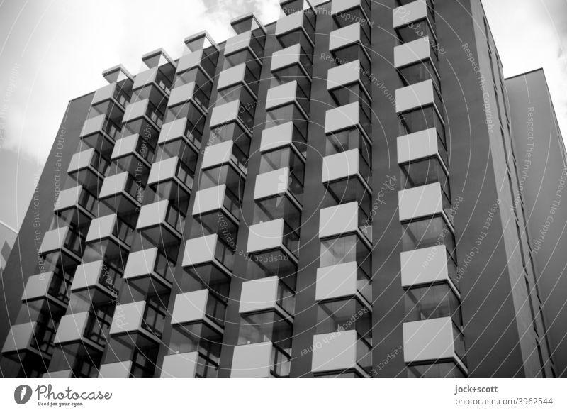 Neue Wohneinheit / quadratisch, praktisch, glücklich Neubau Balkon Fassade Quader viele Architektur Berlin Lichtenberg Himmel Wohnhochhaus modern gleichförmig