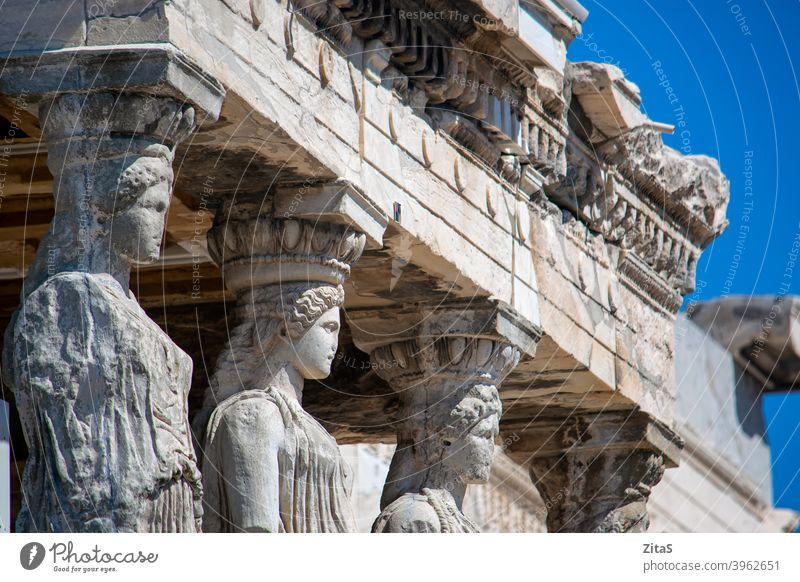 Nahaufnahme der Karyatiden aus dem Erechthion-Tempel auf der Akropolis Griechenland Athen Statue Statuen antik alt Gebäude Außenseite erechthion Historie
