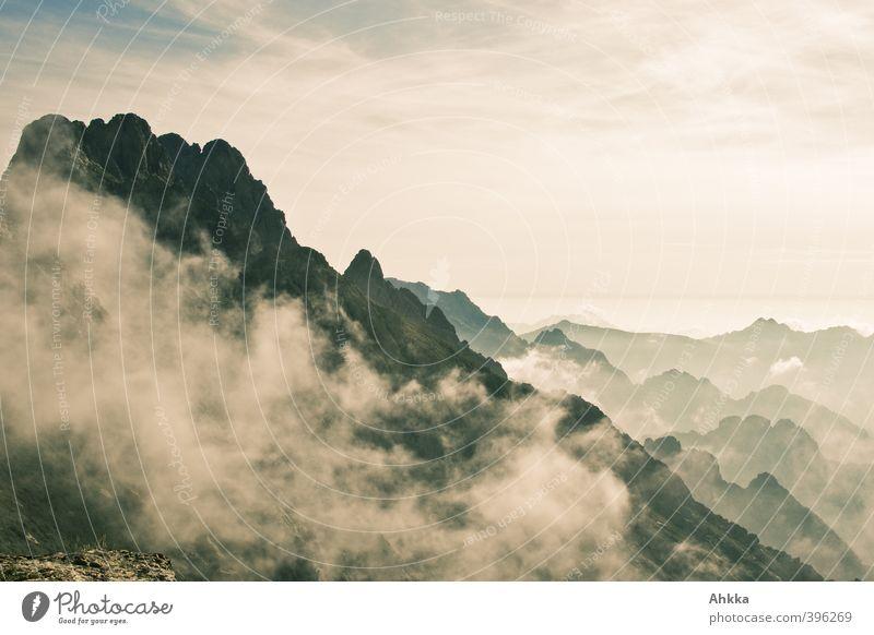 Bergrücken und Gipfel im Wolkendunst in Korsika Natur Ferien & Urlaub & Reisen Einsamkeit Landschaft ruhig Ferne Berge u. Gebirge Freiheit Gesundheit träumen
